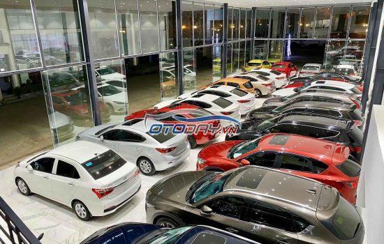 """Ô tô cũ bán lỗ hàng """"trăm triệu"""" vẫn ế khách không ai mua"""