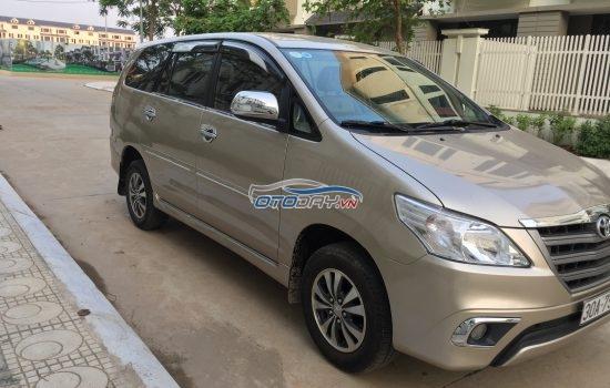 Chính chủ gia đình tôi cần bán chiếc Toyota Innova 2.0E  xịn .bản đủ.cuối 2015 xố sàn ai có nhu cầu lh 0984386598