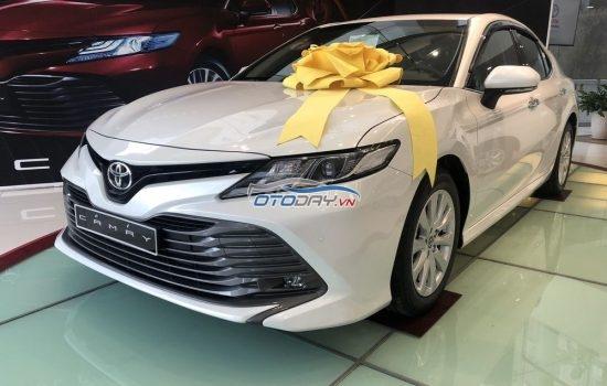 Toyota Camry 2020 nhập khẩu, chỉ 300tr nhận xe ngay