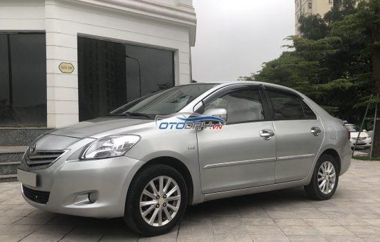 Chú Quang cần bán Vios 1.5E màu bạc số sàn đời 2010 biển Hà Nội