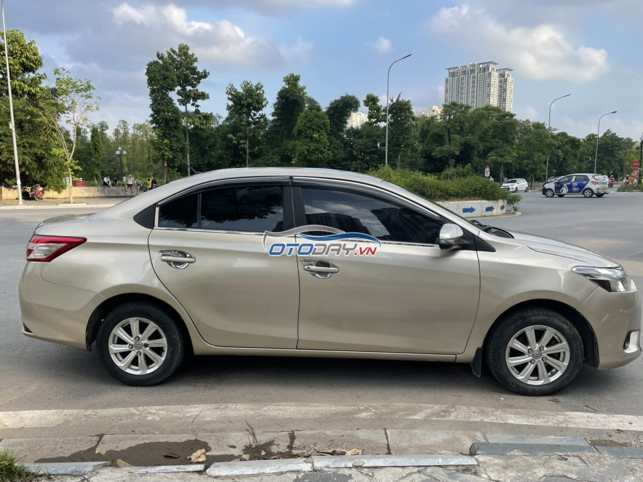 Chú Thập cần bán Vios E 2014 màu vàng cát, Hà Nội, xe gia đình sử dụng