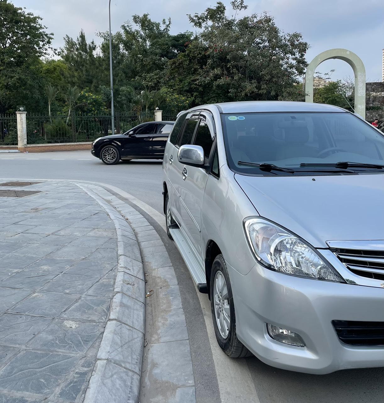 Chính chủ tôi cần bán Innova 2.0G 2010 ghi bạc, biển Hà Nội